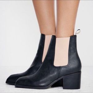 🌟Free People vegan leather Chelsea boot